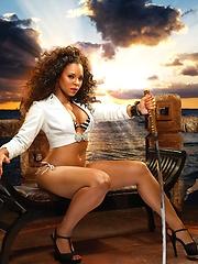 Smoking hot super starlet Ashanti revealing her sexy body