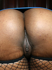 Juicy ghetto slut with a bubble butt loving the big cock