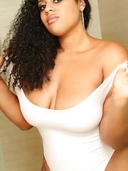 Appetite ebony BBW Raquel Savage solo pics